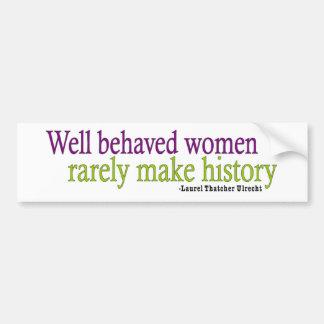 Cita bien comportada de las mujeres etiqueta de parachoque