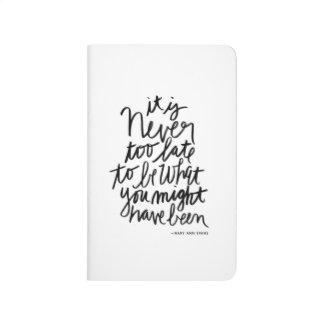 Cita blanco y negro nunca demasiado última del cuaderno grapado