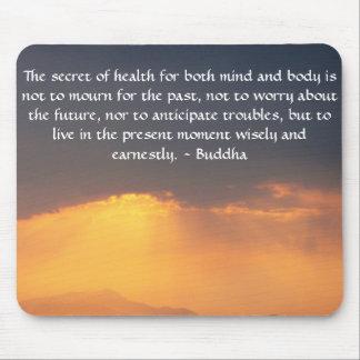 Cita budista hermosa con la foto inspirada tapete de ratón