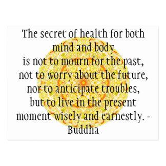 Cita budista hermosa con Mandela vibrante Postal