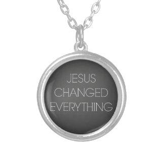 Cita cristiana: Jesús cambió todo Colgante Redondo