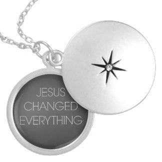 Cita cristiana: Jesús cambió todo Medallones