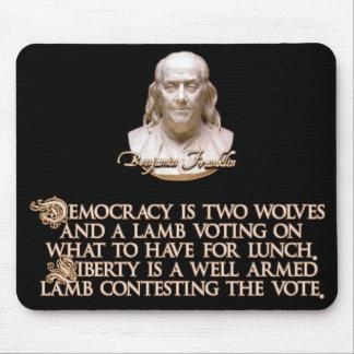 Cita de Ben Franklin 2 lobos y un cordero bien ar Tapetes De Ratón
