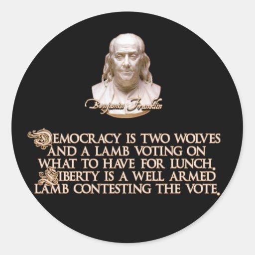 Cita de Ben Franklin: 2 lobos y un cordero bien Etiqueta Redonda