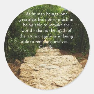 Cita de Gandhi sobre el remake de nosotros mismos Pegatina Redonda