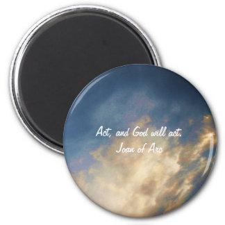 Cita de Juana de Arco con las nubes del cielo azul Imán Redondo 5 Cm