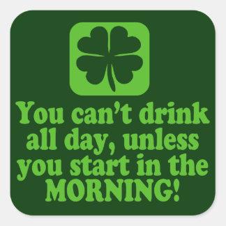Cita de la cerveza del verde del día de Paddys del Pegatina Cuadrada