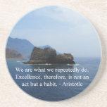 Cita de la excelencia de Aristóteles Posavasos Diseño