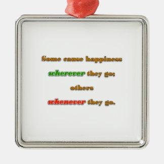 Cita de la felicidad - algunos causan felicidad adorno navideño cuadrado de metal