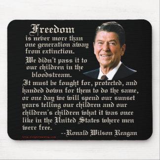 Cita de la libertad de Reagan Alfombrilla De Raton