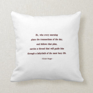 Cita de la mañana de Victor Hugo - él, que cada… Cojín Decorativo