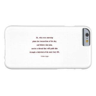 Cita de la mañana de Victor Hugo - él, que cada… Funda De iPhone 6 Barely There