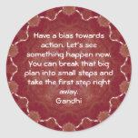 Cita de la sabiduría de Gandhi que dice sobre la Pegatina Redonda