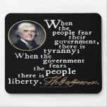 Cita de la Tiranía-Libertad de Jefferson Tapetes De Ratón