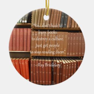 Cita de Ray Bradbury sobre los libros Adorno Navideño Redondo De Cerámica