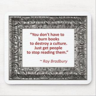 Cita de Ray Bradbury sobre los libros ardientes Tapetes De Ratón