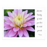 Cita de Rumi de la postal de la dalia de la flor d
