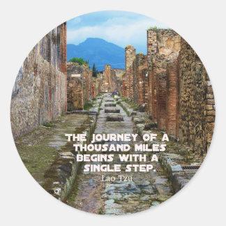 Cita del viaje del VIAJE de Tzu del Lao Pegatina Redonda