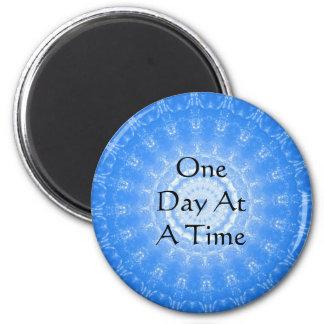 cita espiritual inspirada - un día a la vez imán redondo 5 cm