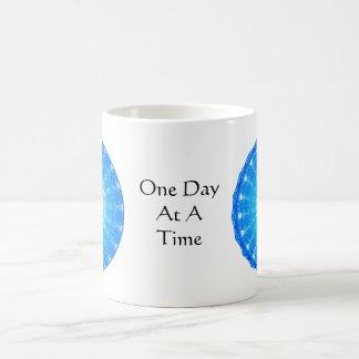 cita espiritual inspirada - un día a la vez taza
