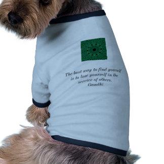 Cita inspirada de Gandhi sobre esfuerzo personal Camisetas De Perrito