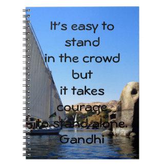 Cita inspirada de la cita de Gandhi sobre valor Note Book