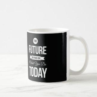 Cita inspirada el negro del futuro taza