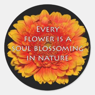 Cita inspiradora con la flor pegatina redonda