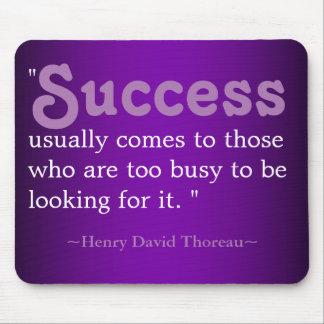 Citas inspiradas Thoreau: Éxito Alfombrilla De Ratón