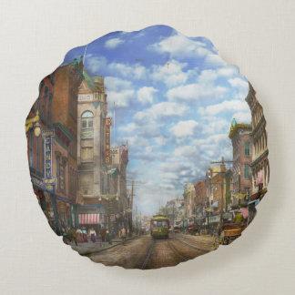City - NY - Main Street. Poughkeepsie, NY - 1906 Round Pillow