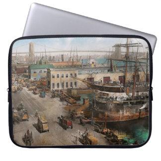 City - NY - South Street Seaport - 1901 Laptop Sleeves