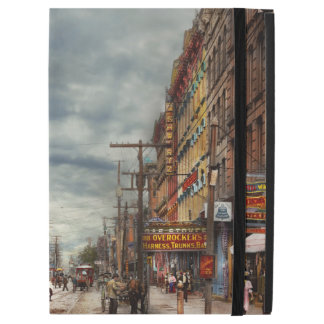 City - NY - The ever changing market place 1906 iPad Pro Case