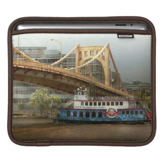 City - Pittsburg PA - Great memories iPad Sleeve