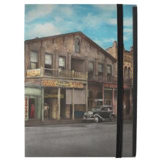 "City - Victoria TX - The old Rupley Hotel 1931 iPad Pro 12.9"" Case"