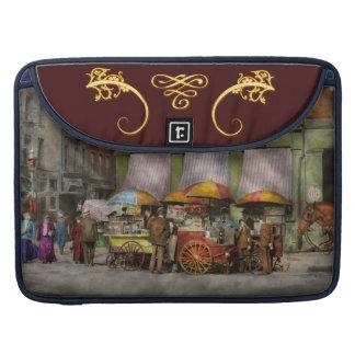 Ciudad - carros del almuerzo de NY- en St NY de Fundas Para Macbook Pro