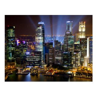 Ciudad céntrica de Singapur en la noche Postal
