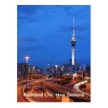 Ciudad de Auckland, Nueva Zelanda en la oscuridad Postal