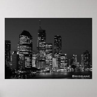 Ciudad de Brisbane, noche - poster blanco y negro