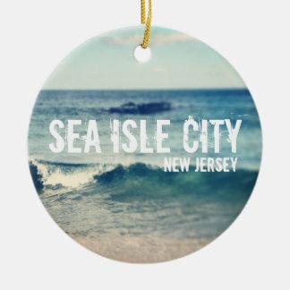 Ciudad de la isla del mar - 2013 - recuperación en adorno navideño redondo de cerámica