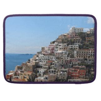 Ciudad de la ladera de Positano en la costa de Ama