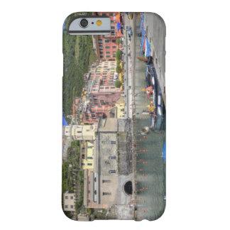 Ciudad de la ladera de Vernazza, Cinque Terre, Funda De iPhone 6 Barely There