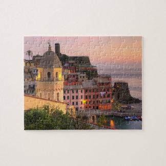 Ciudad de la ladera de Vernazza por la tarde, Cinq Puzzles Con Fotos