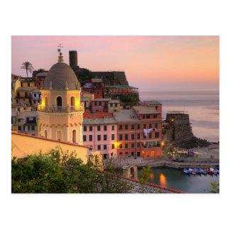 Ciudad de la ladera de Vernazza por la tarde, Tarjetas Postales