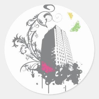 Ciudad de las mariposas (grises) pegatina redonda