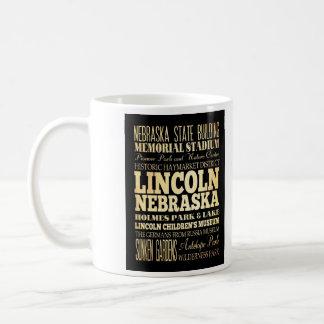 Ciudad de Lincoln del arte de la tipografía de Neb Taza Básica Blanca