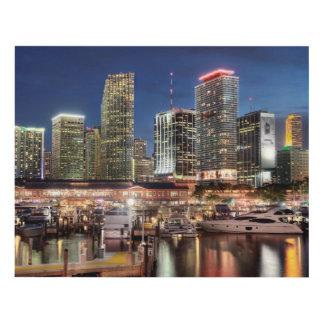 Ciudad del horizonte de Miami en la Florida