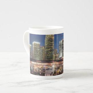 Ciudad del horizonte de Miami en la Florida Taza De Porcelana