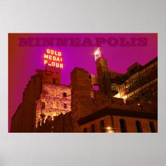 Ciudad del molino en la noche posters