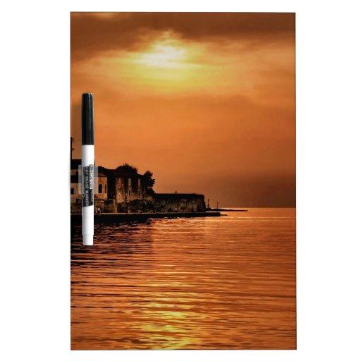 Ciudad del naranja de la puesta del sol de la natu pizarras blancas