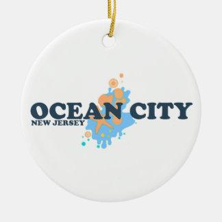 Ciudad del océano adorno redondo de cerámica